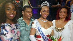 © Martinique1ere Jade accompagnée par sa soeur et ses parents